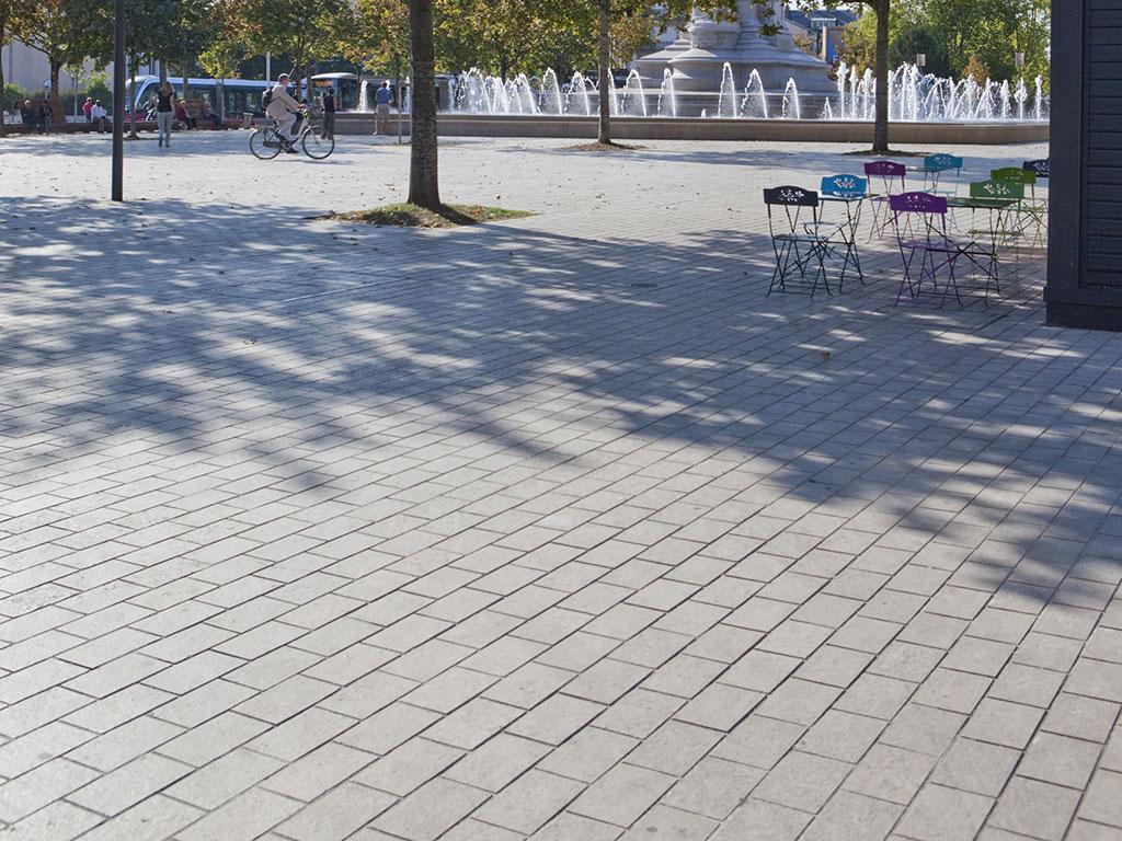 Aménagement de la Place de la République à Dijon pavé en pierre de Comblanchien
