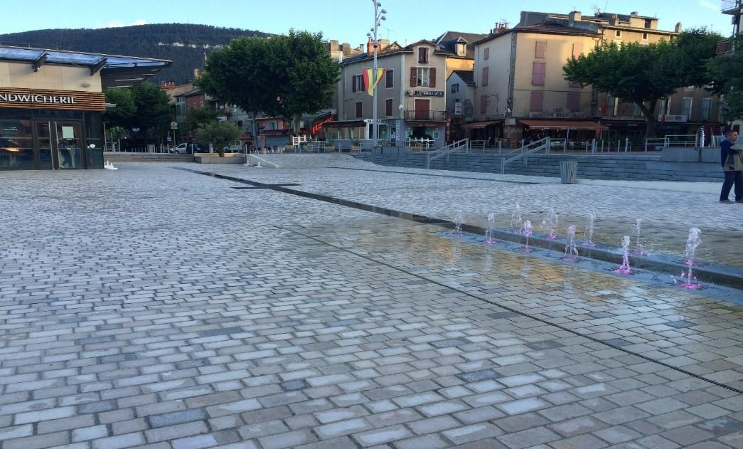 Pavés Comblanchien Ruoms Place de la Capelle Millau
