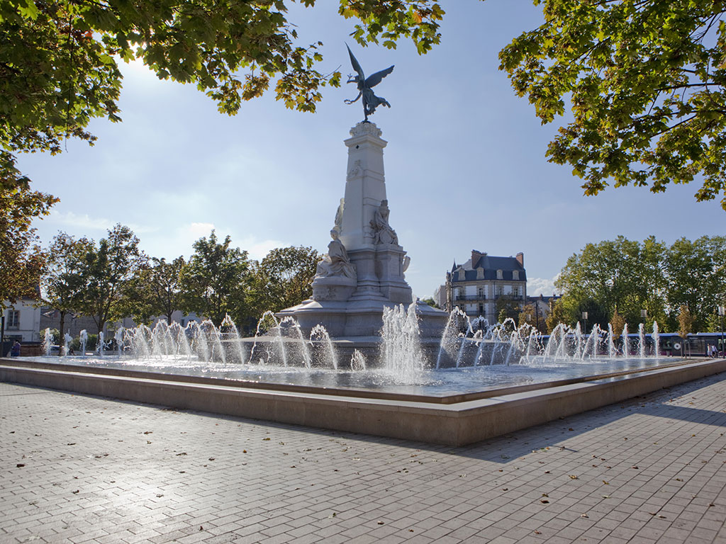 Renovation de la fontaine en pierre Place République à Dijon
