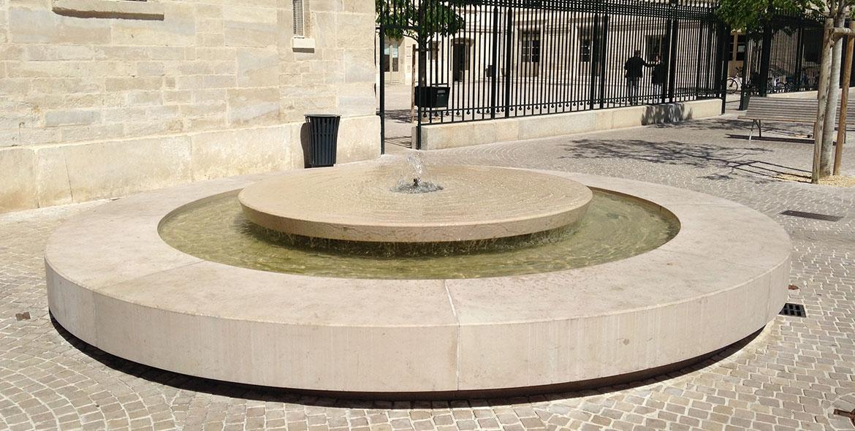 Fontaine de ville en Comblanchien