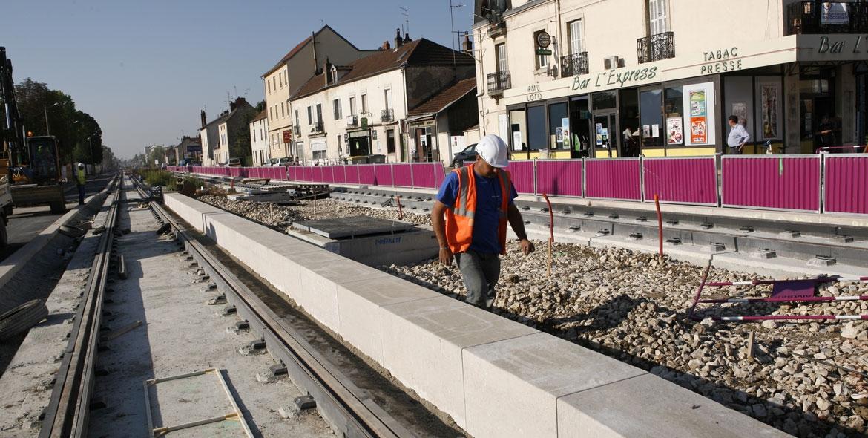 Bordures de quai lors du chantier du tramway de Dijon (21)