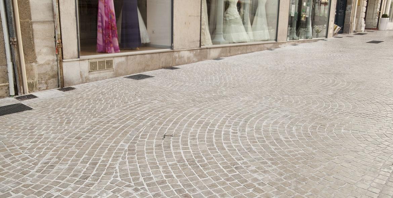 Pose en tresses au centre ville de Poitiers (86)