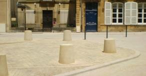 Bornes en pierre à Paray-Le-Monial (71)