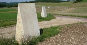 Bornes sur ancienne voie romaine en Côte d'Or