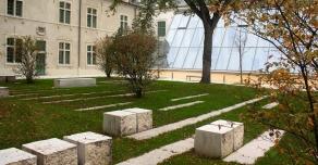 Gradines en pierre à Reims (école Sciences Po.)