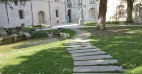 Pas japonais en pierre de Bourgogne au Palais de Duc de Dijon (21)